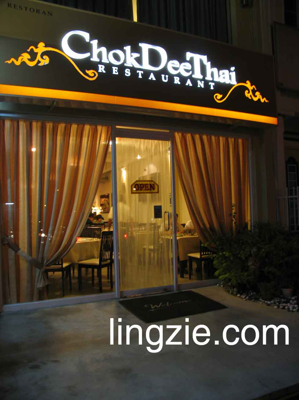 Chok Dee Thai entrance
