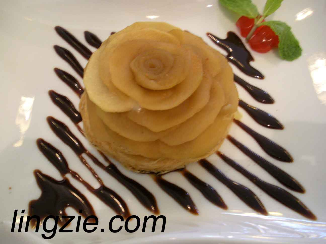 Vietnamese Apple Pie